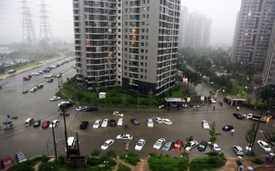 Beijing was battered by the heaviest downpour in 61 years...epa03315035 Photo made available 23 July 2012 showing cars submerged in floodwaters around a residential block after heavy rains in Beijing 21 July 2012.. Thirty-seven citizens were killed and seven missing in the heaviest rains in Beijing in 61 years. EPA/CHING CHIN CHINA OUT